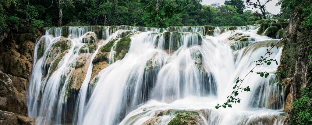 Foto de la nota Conocida por sus ríos, lagunas, grutas y cascadas, en la Huasteca Potosina no te aburrirás. (Foto: www.huasteca.com.mx)